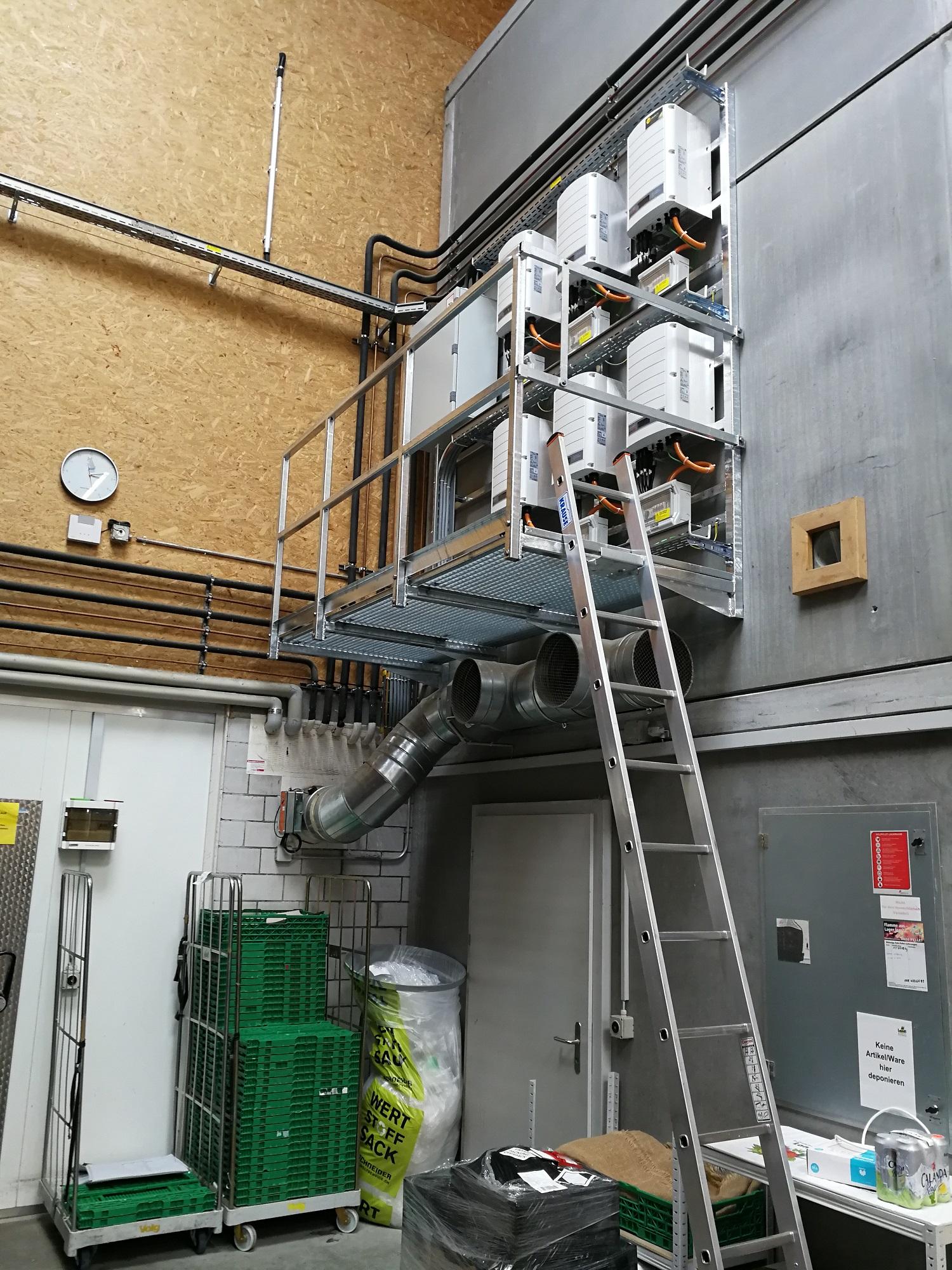 Wechselrichterpodest-Photovoltaikanlage-Landi-Wetzikon-mit-Solaredge-Wechselrichter